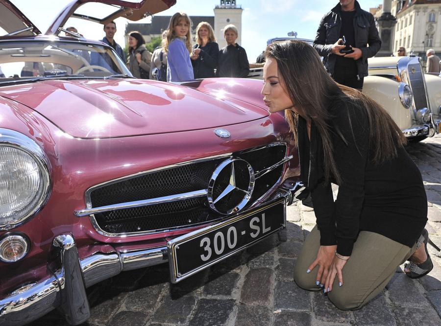 Anna Mucha całuje gwiazdę