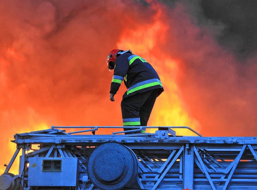 Zaprószenie Ognia Z Pieca Lub świeczki To Wstępne Przyczyny Pożaru