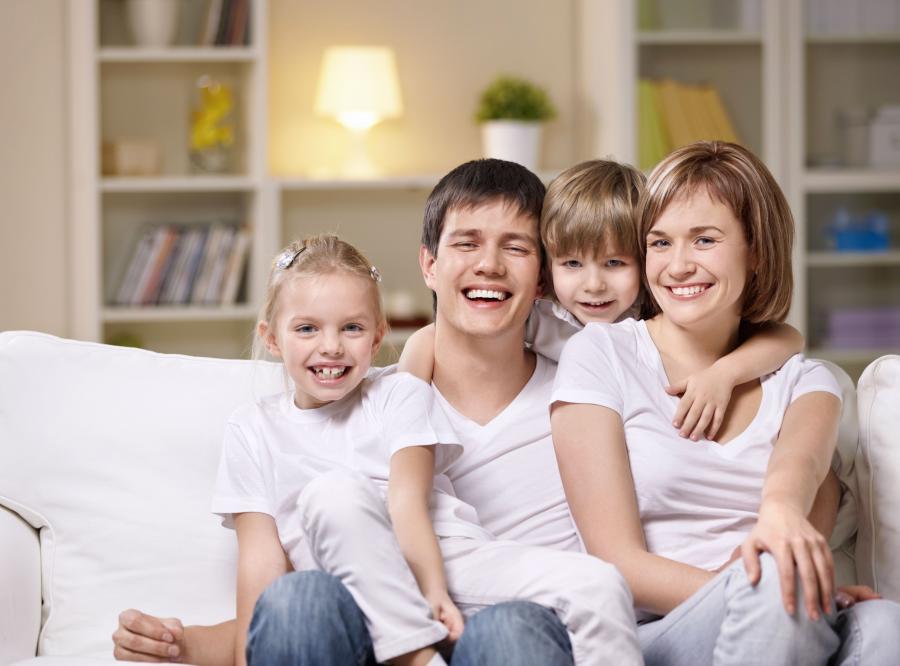 Na nowelizacji ustawy o świadczeniach rodzinnych zyskają rodzice, bo więcej z nich spełni kryterium dochodowe umożliwiające przyznanie zasiłków rodzinnych