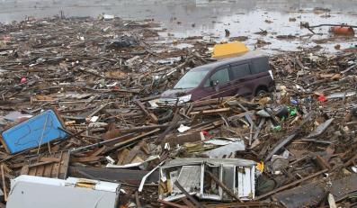 Zniszczenia po tsunami w Japonii