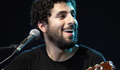 José González zagra ze swoim zespołem Junip