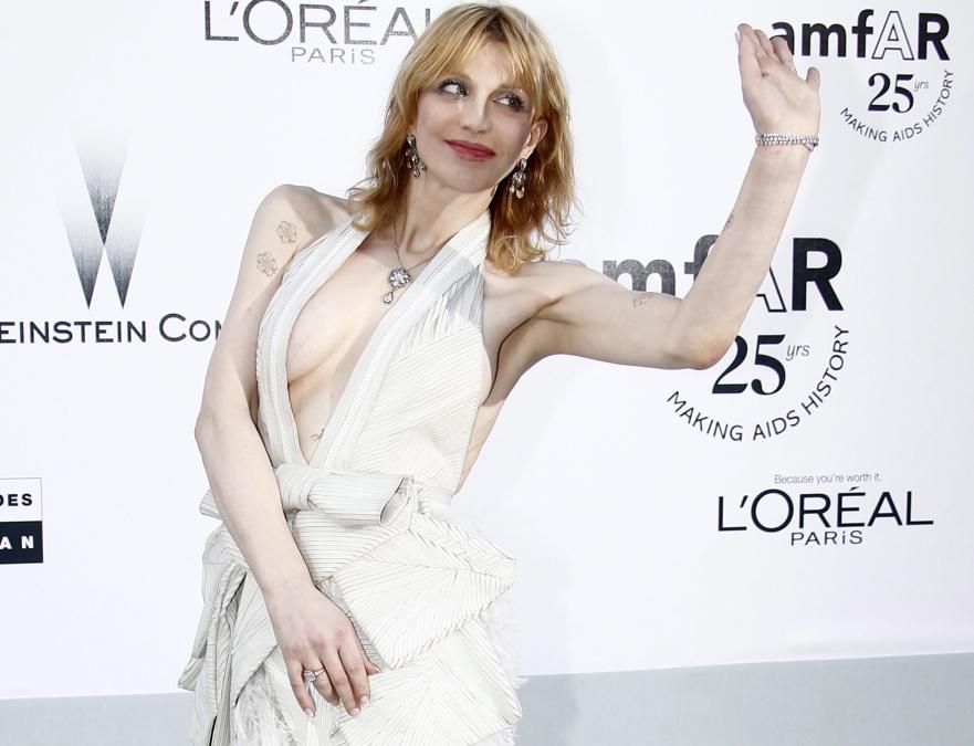 Courtney Love zaprezentowała się w Cannes w bardzo osobliwej kreacji