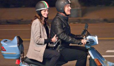 "Tom Hanks i Julia Roberts w filmie ""Larry Crowne - Uśmiech losu"""