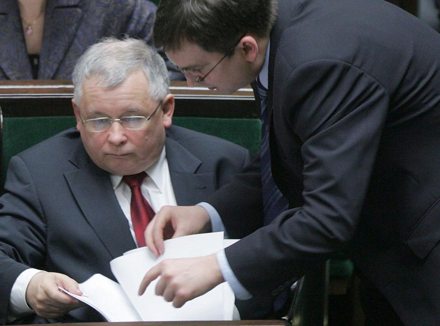 Kaczyński nielegalnie czytał tajne akta?