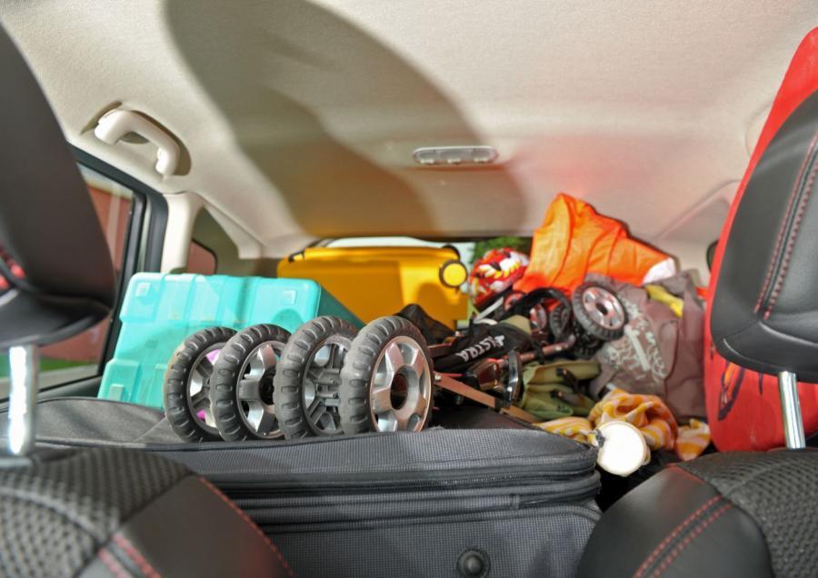 Jedna trzecia kierowców (czyli miliony kierowców w całej Europie) nie wie, w jaki sposób rozmieścić ciężkie przedmioty w aucie