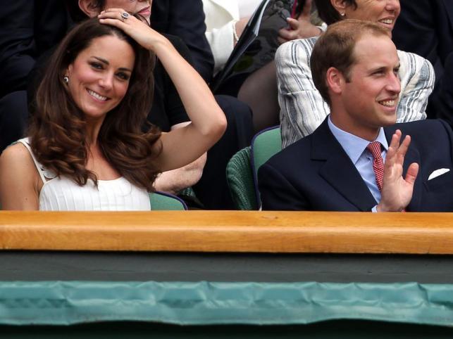 Książę i księżna na meczu tenisa