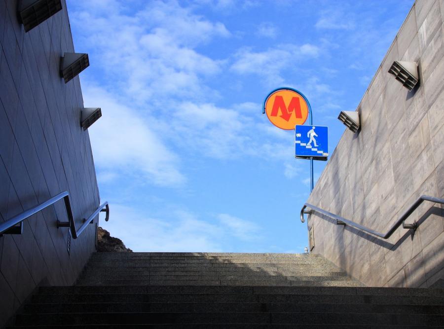 Pożar w warszawskim metrze. Wielkie problemy na torach