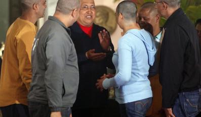 Zwolennicy walczącego z rakiem Chaveza golą głowy