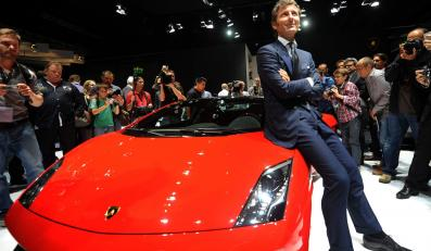 Szef Lamborghini, Stephan Winkelmann, prezentuje Lamborghini Gallardo