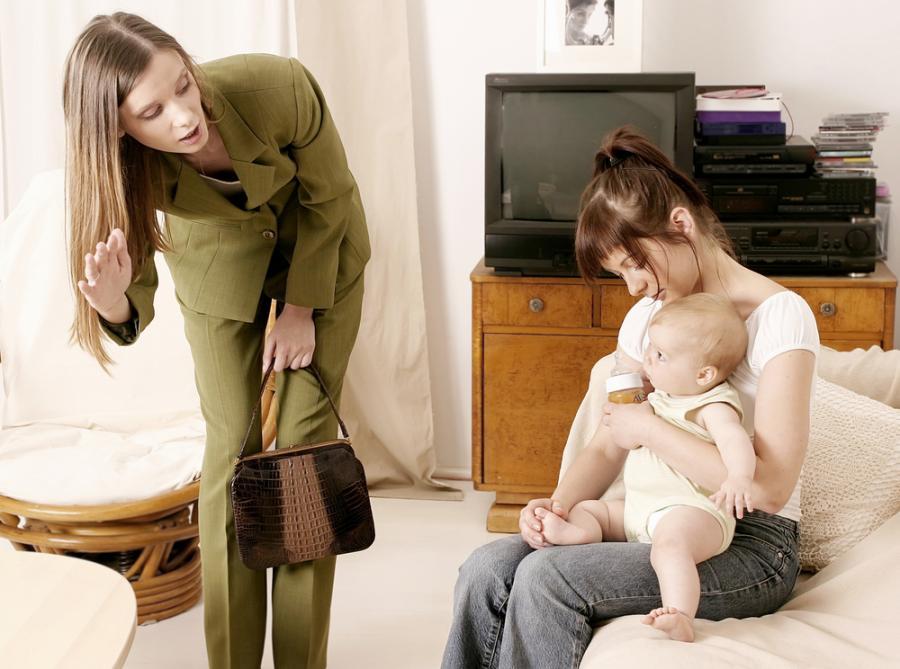 Zostawienie dziecka pod opieką niani to dla wielu matek duże przeżycie.