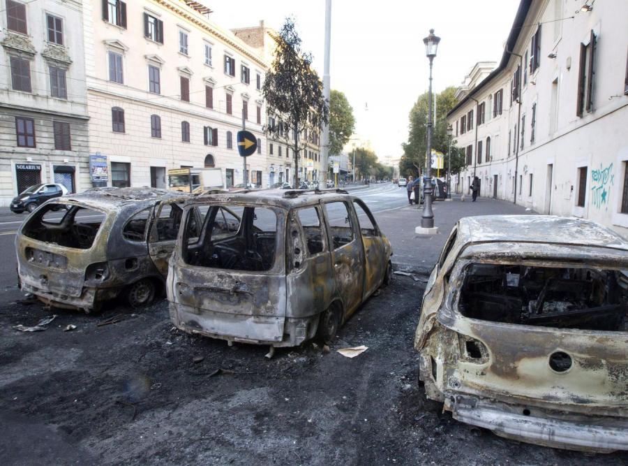 Zniszczenia po demonstracjach w Rzymie