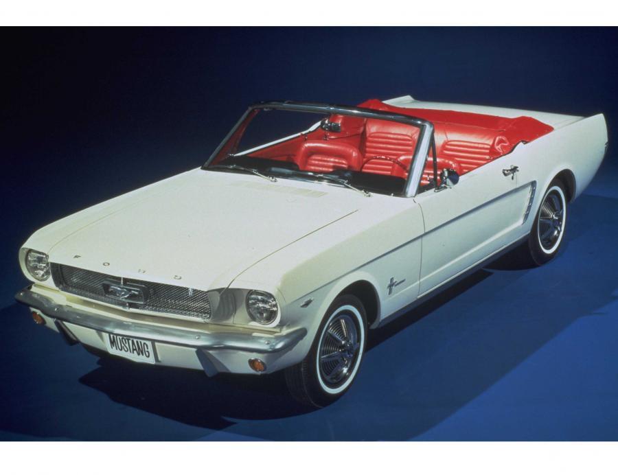 Oryginalny ford mustang kabrio z 1964 roku