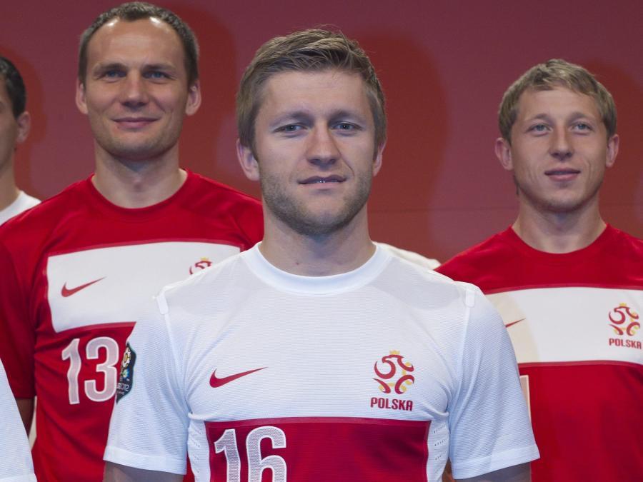 0cf13779d Bez orła na koszulkach piłkarze zagrają dwa lata - Piłka nożna ...