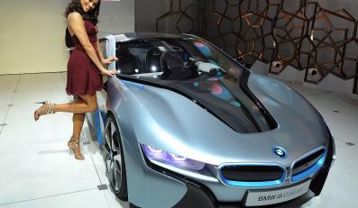 Aktorka Paula Patton przy BMW i8 concept