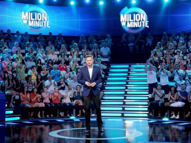"""Wszystko czego zazwyczaj dotknie się Marcin Prokop zamienia się w telewizyjny hit. Niestety, tym razem nawet charyzmatyczny prowadzący nie zdołał uratować nowego show. """"Miliard w minutę"""" okazał się klapą"""