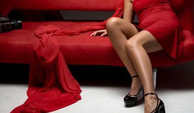 Kobieta w czerwieni jest bardziej atrakcyjna