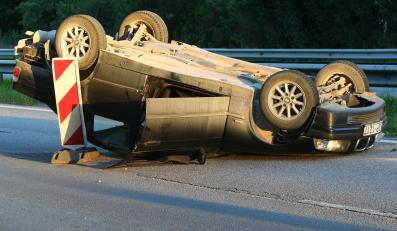 auto samochód bmw dachowanie wypadek