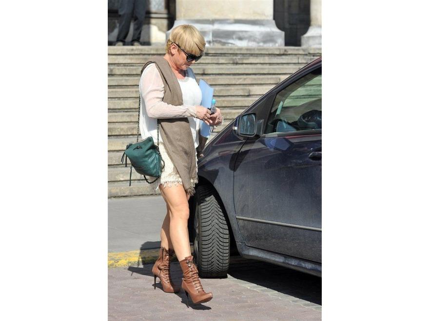 Katarzyna Figura - mini i wysokie buty to zestaw stworzony dla takich nóg