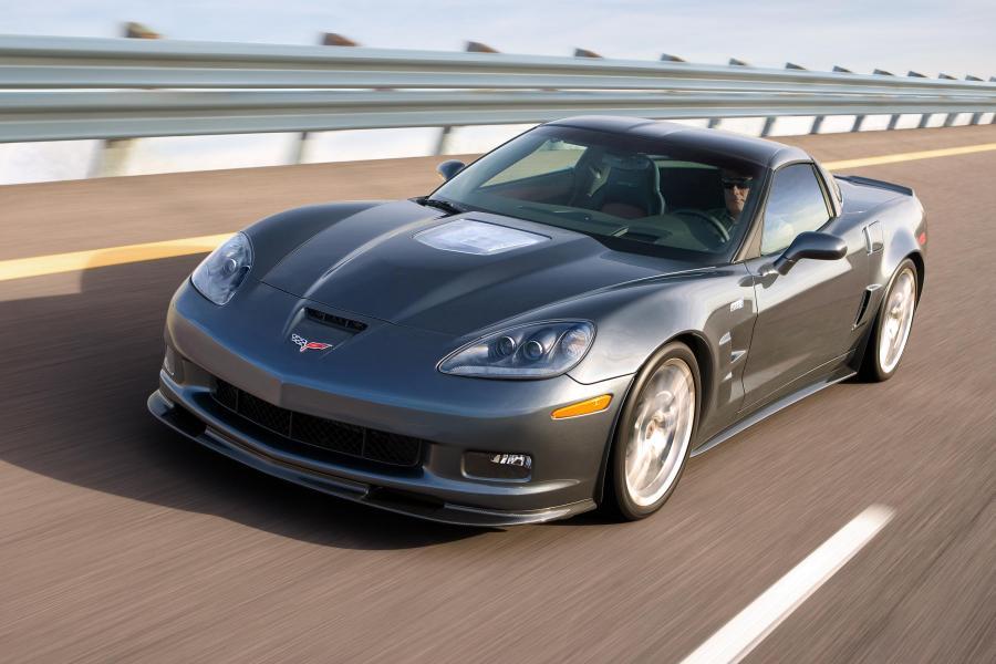 Polacy coraz częściej kupują luksusowe auta z USA