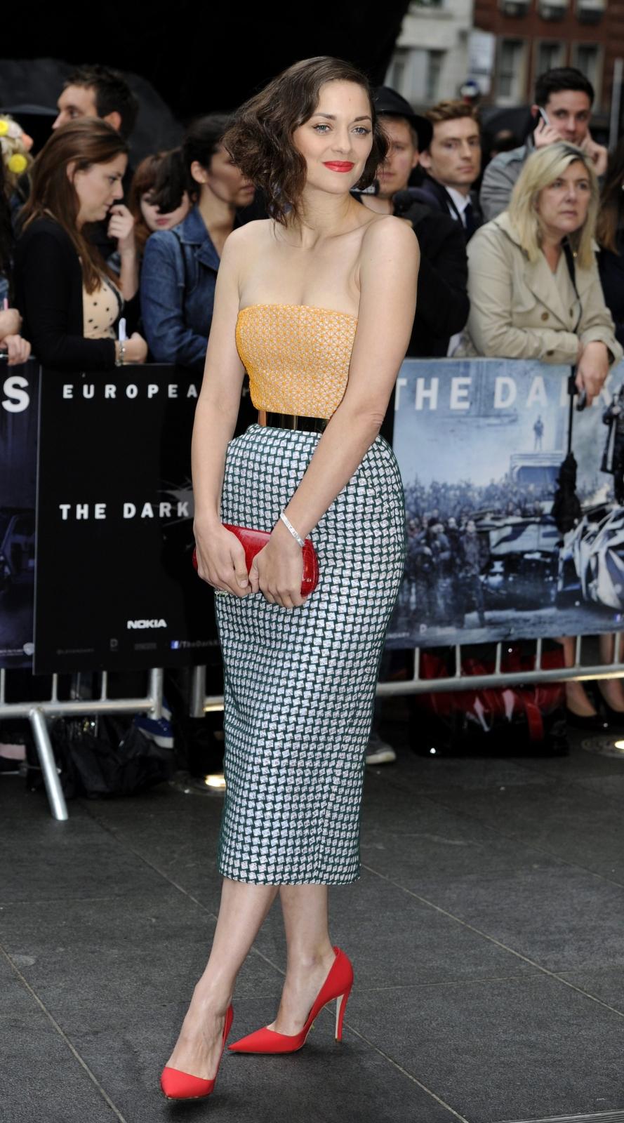 """Marion Cotillard na premierze filmu """"Mroczny rycerz powstaje"""" w Londynie"""