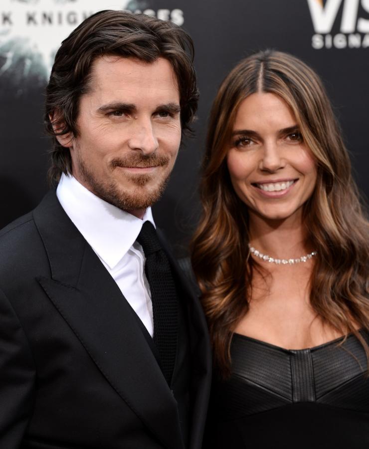 """Christian Bale z żoną Sibi Blazic na premierze filmu """"Mroczny rycerz powstaje"""" w Nowym Jorku"""