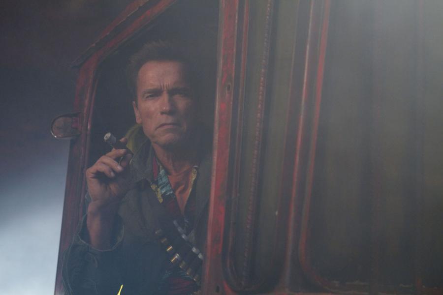 """Arnold Schwarzenegger w filmie """"Niezniszczalni 2"""""""