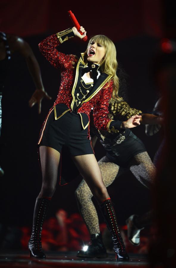 Taylor Swift podczas występu na gali MTV EMA 212