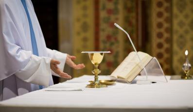 Msza w kościele - zdjęcie ilustracyjne