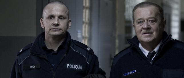"""Bartłomiej Topa i Marian Dziędziel w filmie """"Drogówka"""""""