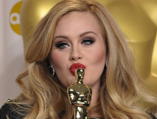z Jennifer Lawrence 2013 maroon 5 piosenkarka randkowa tajny model Victorii