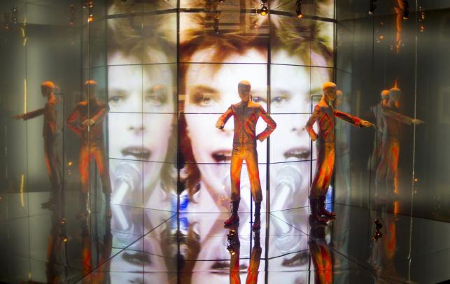 """Wystawa """"David Bowie Is"""" bije rekordy popularności"""