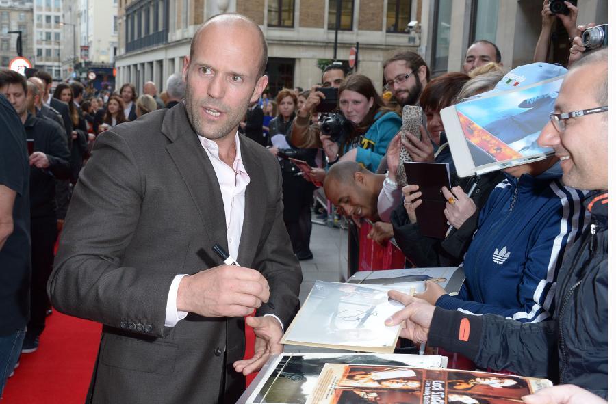 Jason Statham nadal będzie bił i strzelał