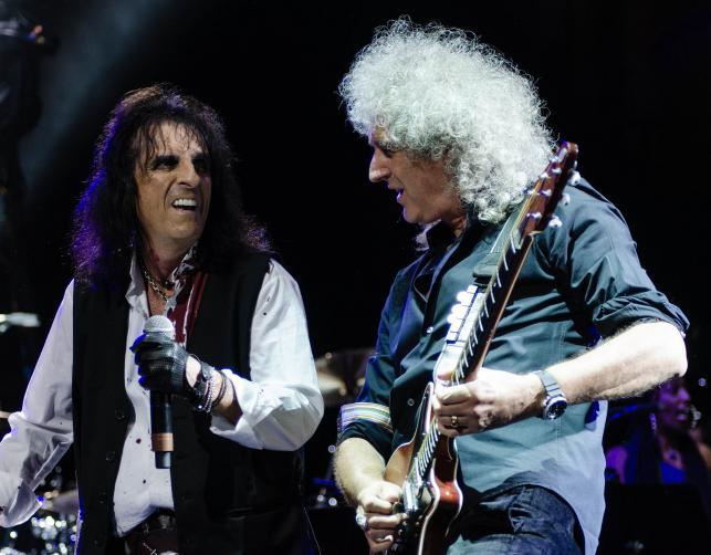 Alice Cooper i Brian May podczas koncertu The Sunflower Jam w Royal Albert Hall – październik 2012
