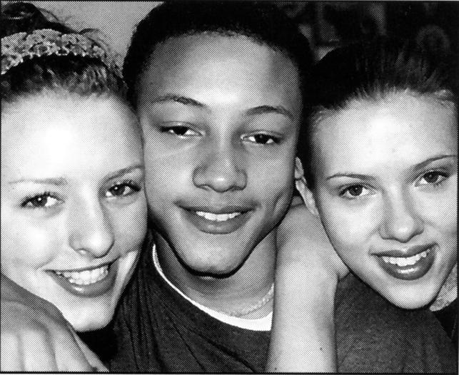 Scarlett Johansson ze szkolnymi kolegami