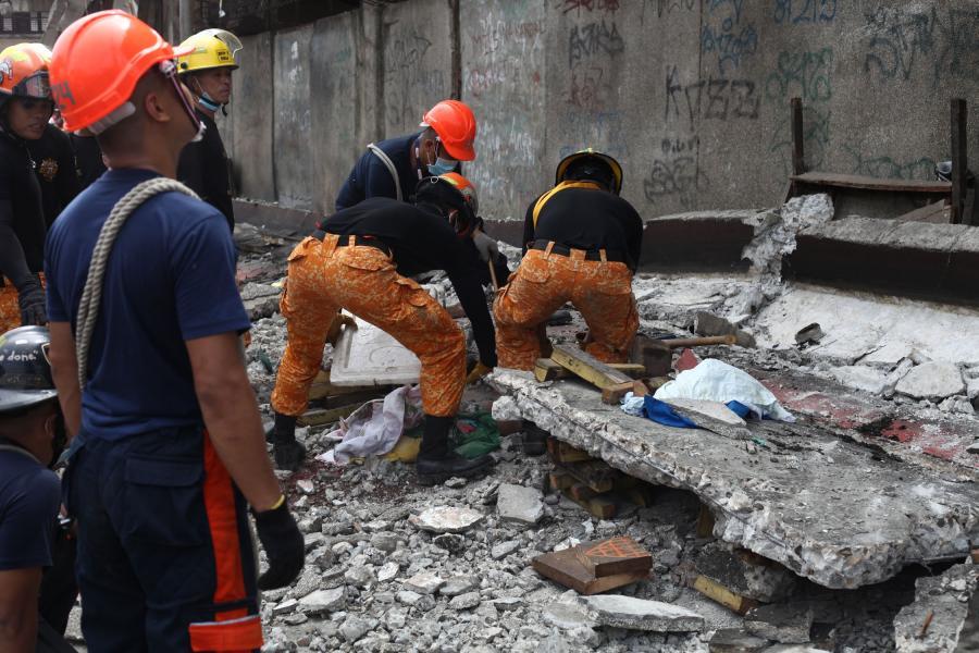 Trzęsienie ziemi filipińskiej na wyspie Cebu. Ratownicy poszukują ofiar i rannych