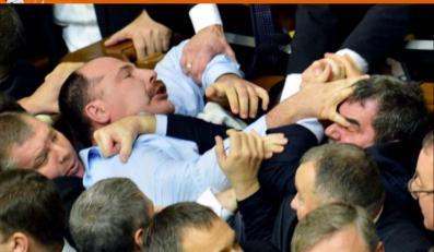 Bójki w parlamencie