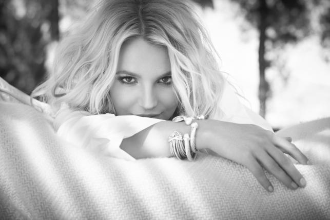 """Britney Spears na zdjęciach z sesji do """"Britney Jean"""""""