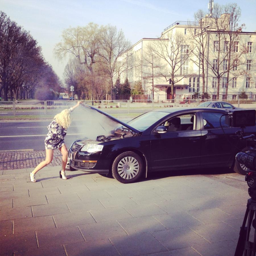 """Marii Sadowskiej kłopoty z samochodem... na planie """"Life Is A Beat"""""""