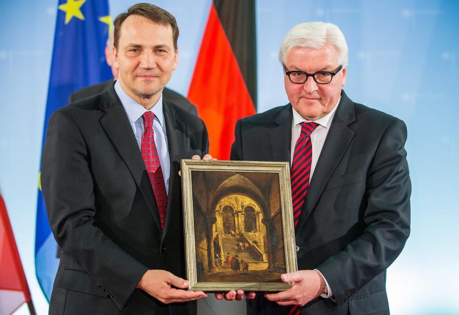 Radosław Sikorski dostaje obraz od szefa niemieckiego MSZ