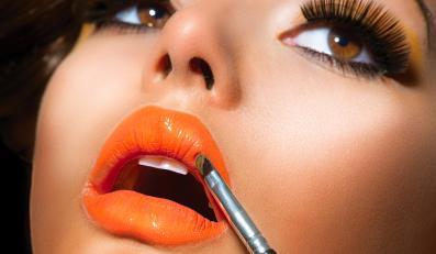 Makijaż w kolorze oranży