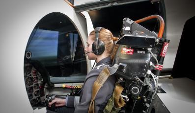 Studentka podczas zajęć w Wyższej Szkole Oficerskiej Sił Powietrznych w Dęblinie