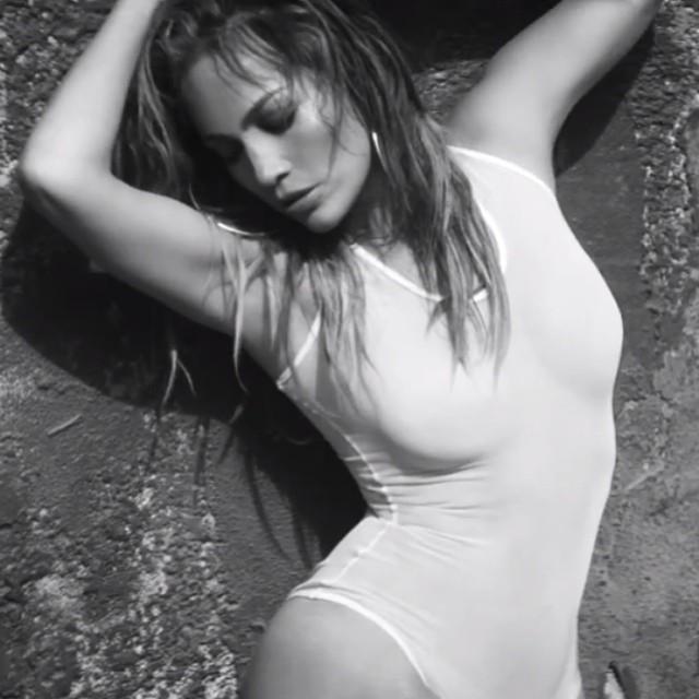 """Jennifer Lopez w klipie do piosenki """"First Love"""""""
