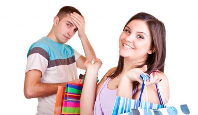 Co rozwściecza mężczyzn, gdy towarzyszą kobietom w zakupach?