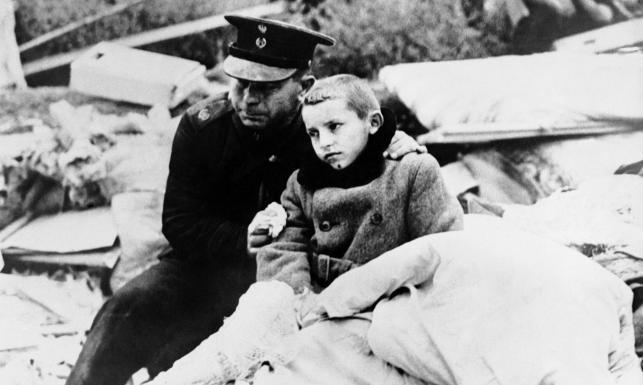 Zniszczona, zbombardowana, podbita... Tak 75 lat temu upadała Warszawa. ZDJĘCIA