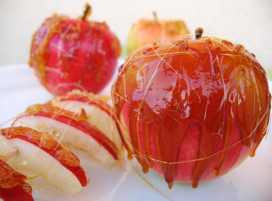 Jabłka w gorącym karmelu