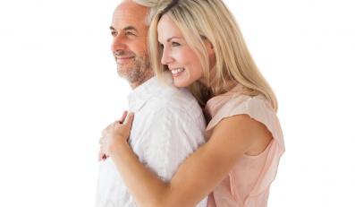 Czego młode kobiety szukają u starszych kochanków?