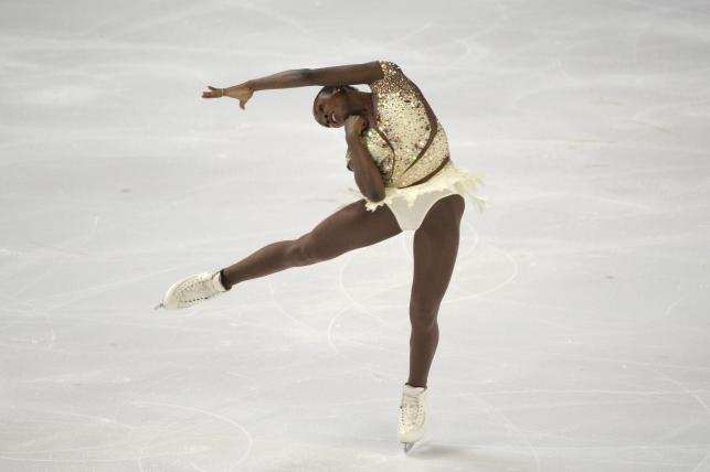 Seksowne łyżwiarki swoim tańcem rozgrzeją nie tylko lód