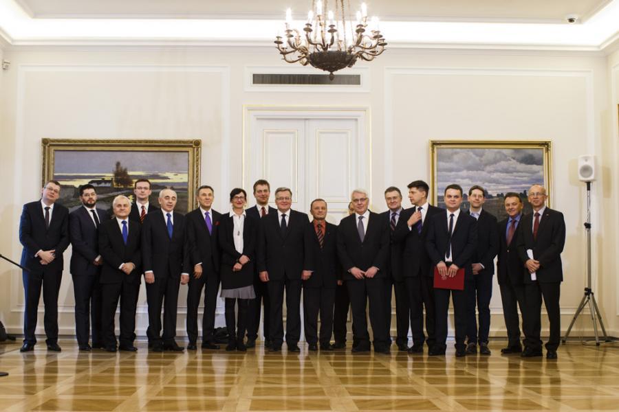 Prezydent Bronisław Komorowski oraz członkowie kapituły Nagrody Gospodarczej Prezydenta RP