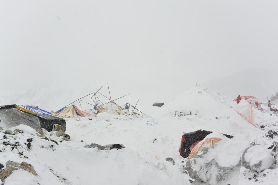 Lawina pod Mont Everestem