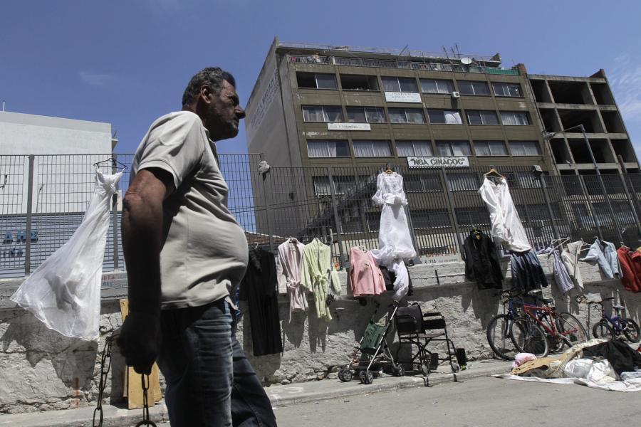 """Pireus: """"Pchli targ"""" w dzielnicy portowej"""